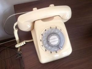 ダイヤルの電話